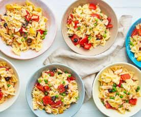 Insalata di pasta con salmone e verdure (6 porzioni)