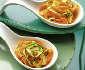 Möhren- und Zucchini-Bandnudeln