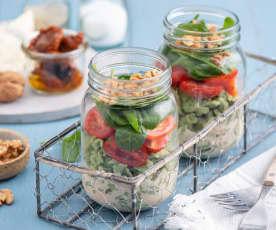 Zielone szpecle z sosem serowym i pomidorkami