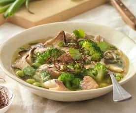 Suppen Bowl mit Pilzen und Saibling