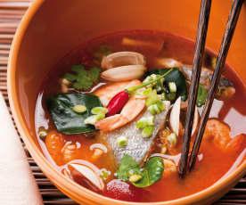 Zuppa Thai piccante di pesce