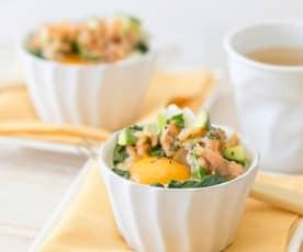 Uova in camicia con salsa di salmone e avocado