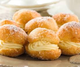 Pelotas de fraile rellenas de crema pastelera