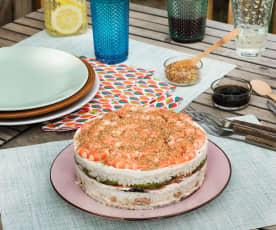 Pastel frío de arroz, pollo y salmón
