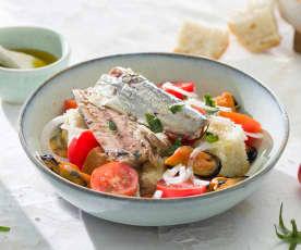 Bol de sardinas, mejillones, tomate y pan