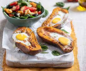 Bataty faszerowane jajkiem z sałatką ze szpinaku