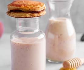 Pancake con smoothie alla pesca
