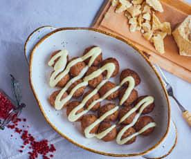 Polpette con prugne e salsa al Parmigiano reggiano