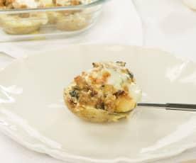 Patatas rellenas con butifarra, verduras y queso provolone