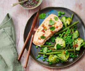 Saumon à la sauce japonaise et légumes verts