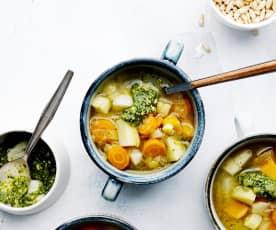 Wurzelgemüse-Suppe mit Cashew-Pesto