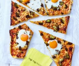 Gemüse-Pizza mit Spiegelei