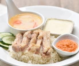 Arroz de frango Hainan, sopa de legumes e ovo a vapor