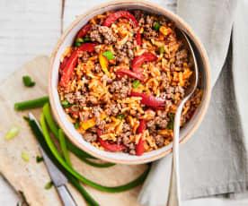 Riz pilaf aux poivrons et au bœuf haché