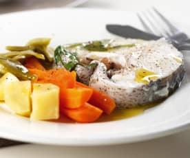 Peixe ao vapor com legumes e sopa