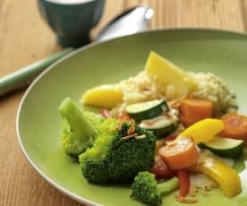 Gemüseplatte mit heller Sauce