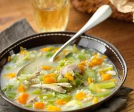 Sopa de pollo y cebada con verduras
