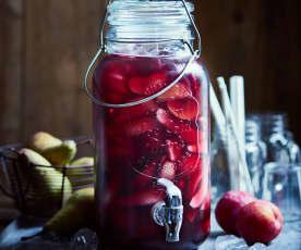 Landweinbowle mit Früchten von der Streuobstwiese