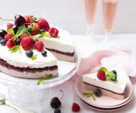 Tarta de queso con cerezas y fresas