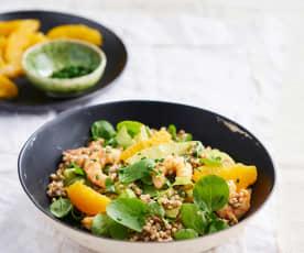 Salada de trigo sarraceno com camarão, agrião e laranja