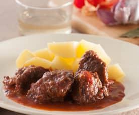 Carrilleras en salsa con pimientos rojos