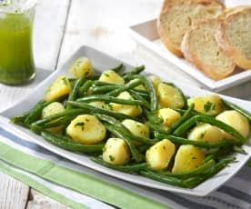 Brambory se zelenými fazolkami a petrželovým pestem