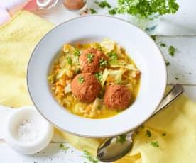 Soupe au chou et boulettes de blanc de volaille