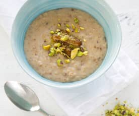 Oat porridge with dates and cardamom
