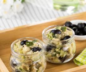 Insalata di quinoa, zucchine e seitan in vasetto