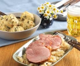 G'selchtes mit Sauerkraut und Semmelknödeln