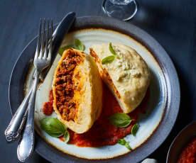 Oliven-Feta-Knödel mit Tomatensauce