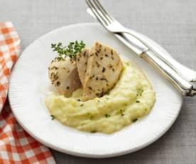 Kuřecí plátky na středomořský způsob s bramborovo - květákovou kaší