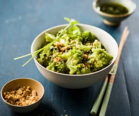 Salade asiatique de brocoli et chou romanesco