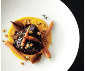 Beef cheeks with vanilla carrot purée and thyme glazed carrots