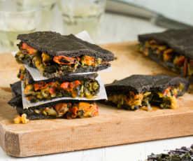 Empanada negra de mejillones y algas wakame