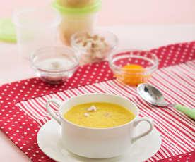 Sopa de pollo con tapioca y yema de huevo