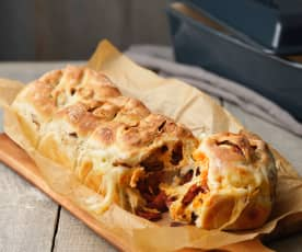 Chorizo, Mozzarella and Sun-dried Tomato Pull-apart Bread