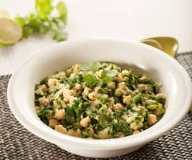 Ensalada de garbanzos y espinacas con cilantro y lima