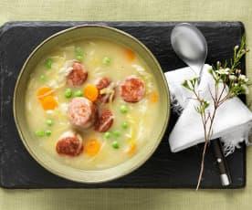 Suppentopf mit Bratwurst
