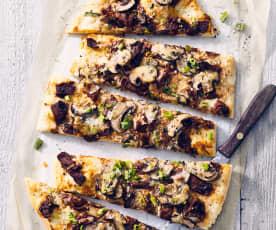 Pizza mit Roastbeef und Pilzen