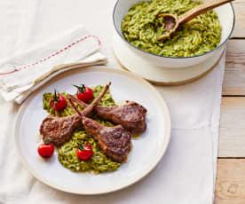 Pastasotto mit Pesto und Lammkotelettes
