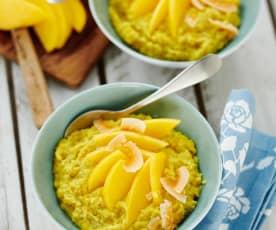 Kurkuma-Kokos-Porridge mit Mango