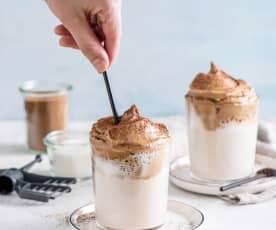 Dalgona coffee classic (kawa po koreańsku)