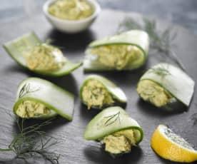 Raviolky ze salátové okurky s uzenou makrelou