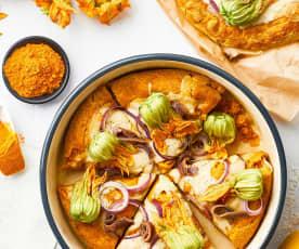 Kurkumapizza met ansjovis, courgettebloemen en uien