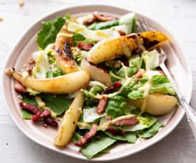 Salade poire-bacon, sauce à la moutarde
