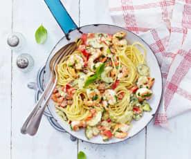 Spaghetti mit Garnelen und Paprika-Gurken-Ragout
