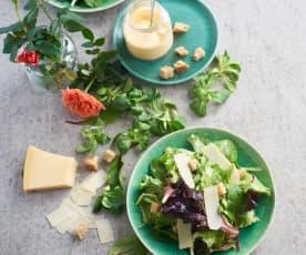 Salada de alface com molho caesar