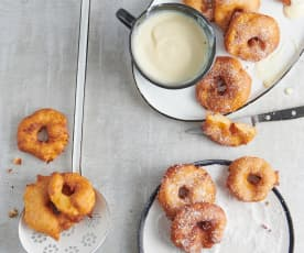 Beignets aux pommes et sauce vanille