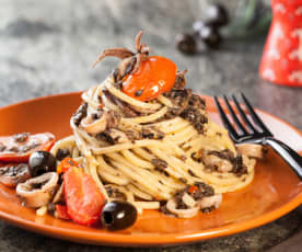 Spaghetti alla chitarra con calamari e salsa di olive (senza glutine)